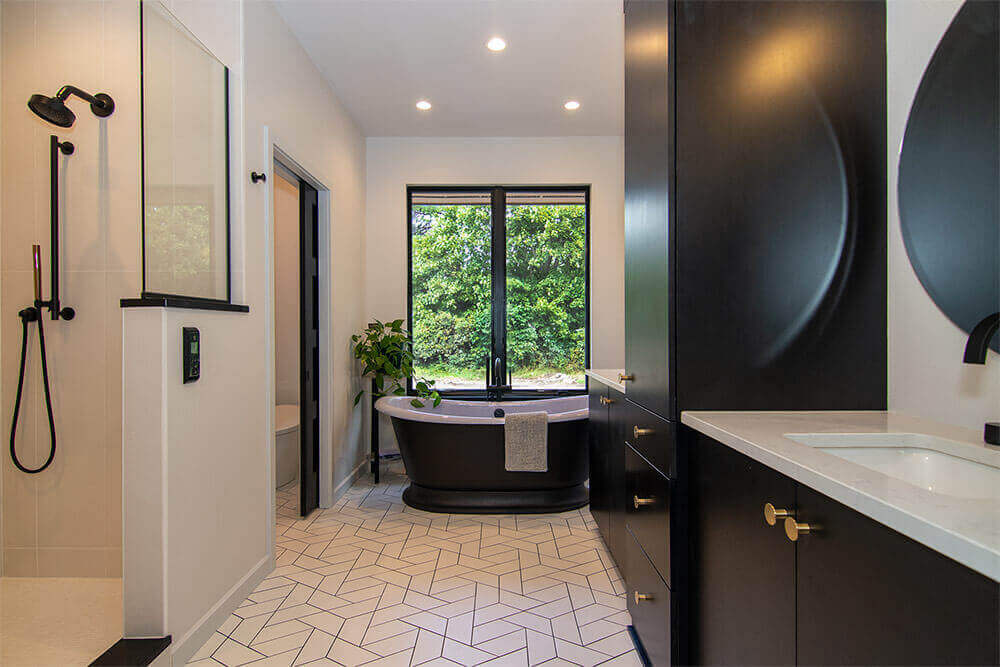 sheboygan-contemporary-ranch-bathroom-by-paceline-construction