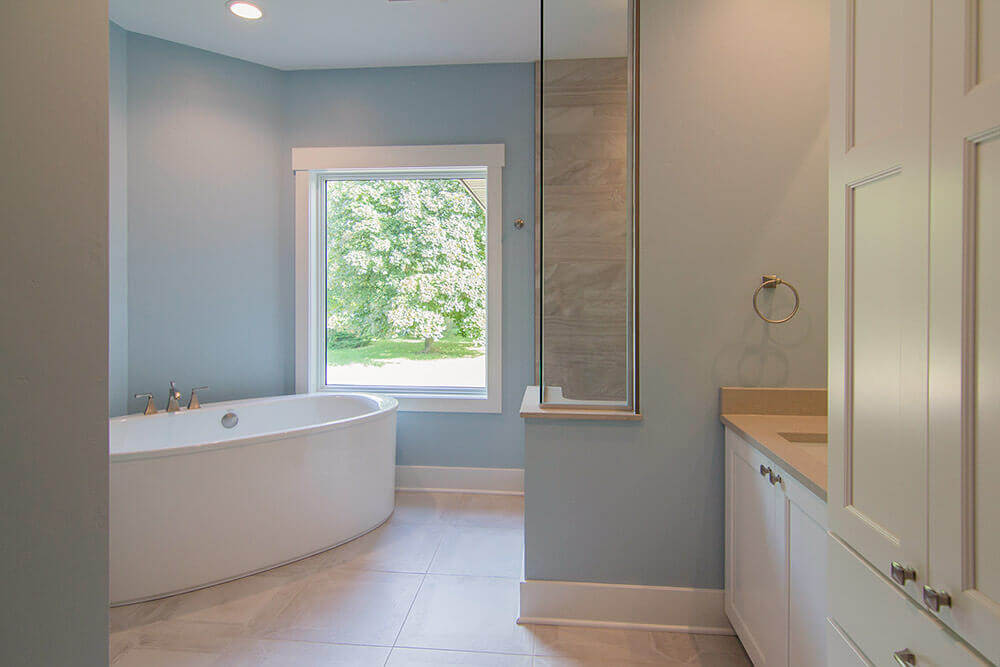 sheboygan-falls-master-bath-in-a-parade-home-by-paceline-construction